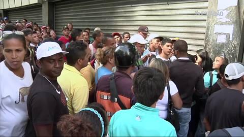 Escassez de alimentos provoca filas cada vez maiores na Venezuela
