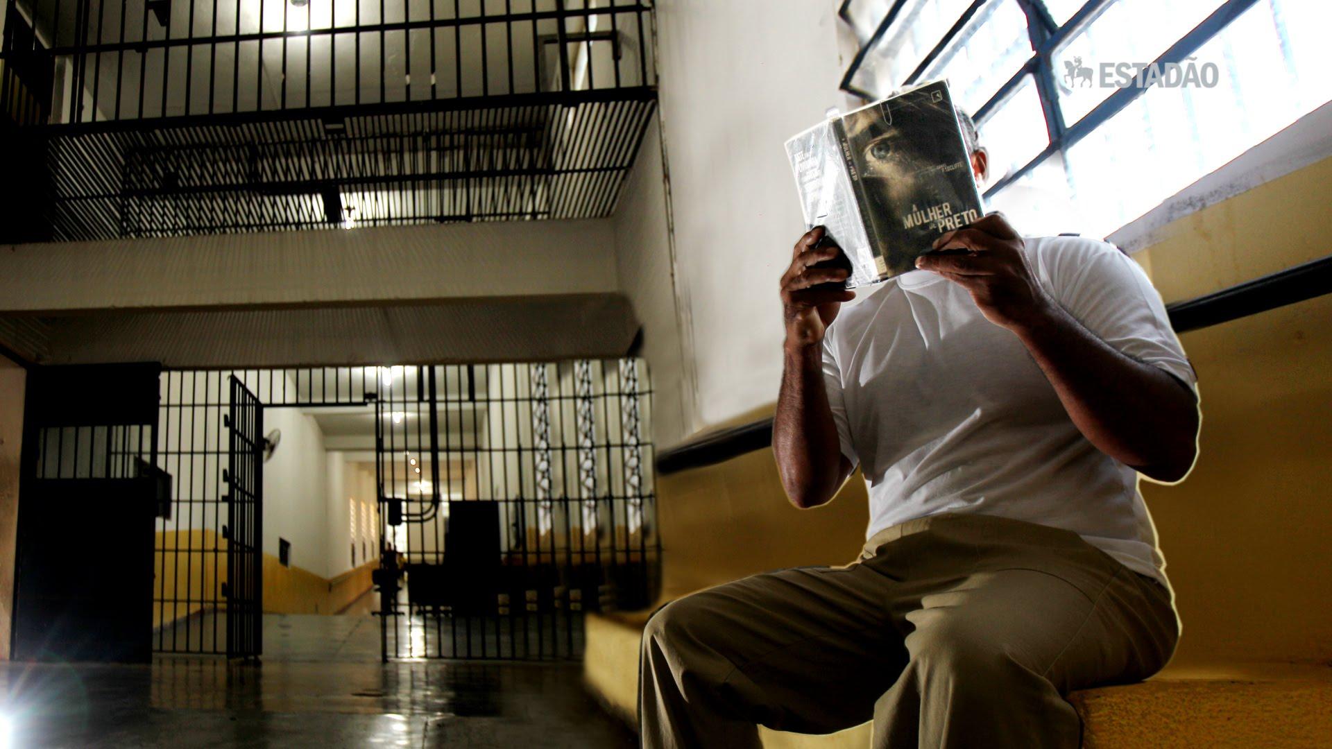 Projeto incentiva leitura entre os presos para reduzir pena