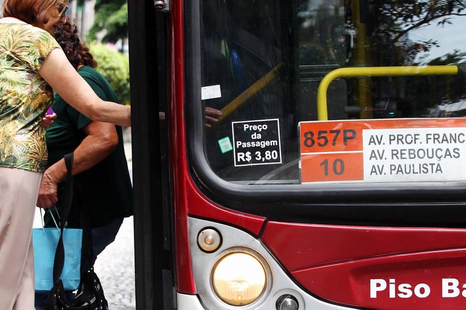 Gestão Doria vai reajustar tarifa de ônibus de SP em 2018