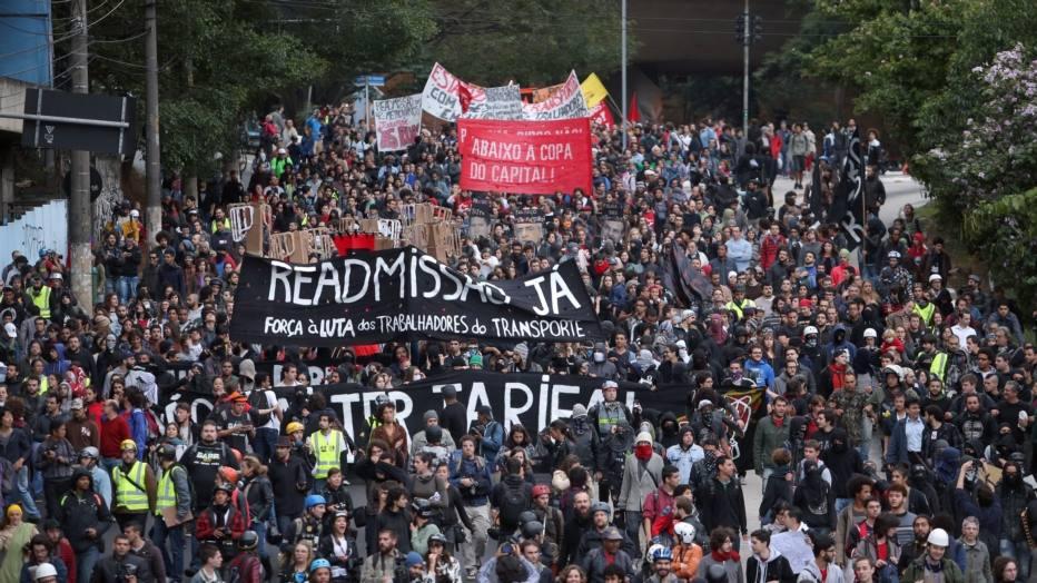 Um ato do Movimento Passe Livre (MPL) marcado por redes sociais na internet reunia cerca de 1,5 mil pessoas -- segundo projeção da Polícia Militar -- na tarde desta quinta-feira, 19, na Praça do Ciclista, na Avenida Paulista.