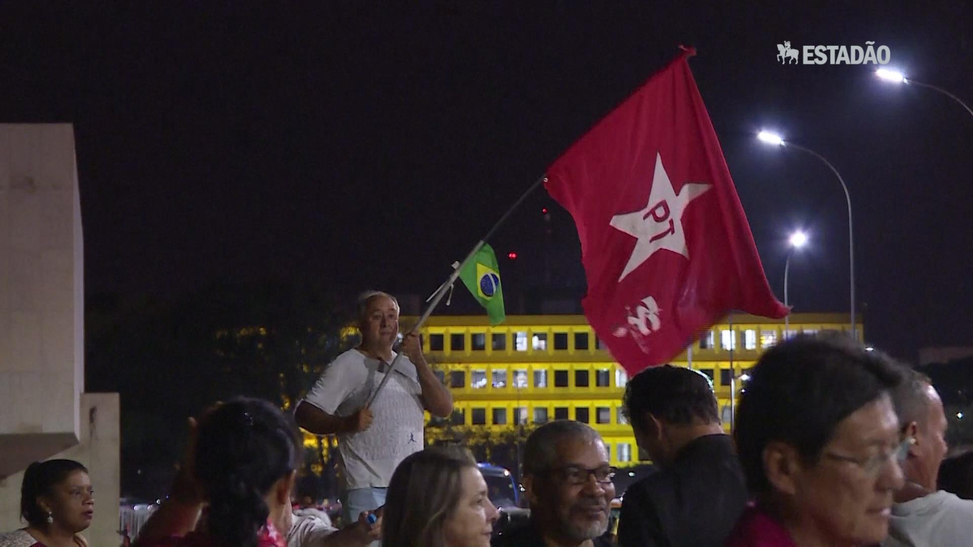 Brasília e SP têm manifestações pró e contra impeachment