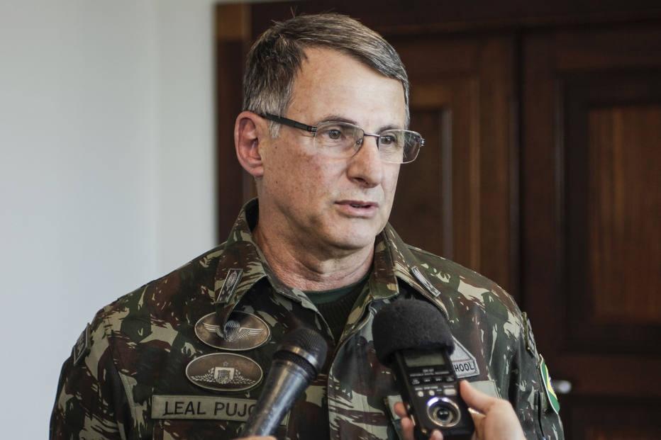 General defende que insatisfeitos se manifestem nas ruas 'ordeiramente'