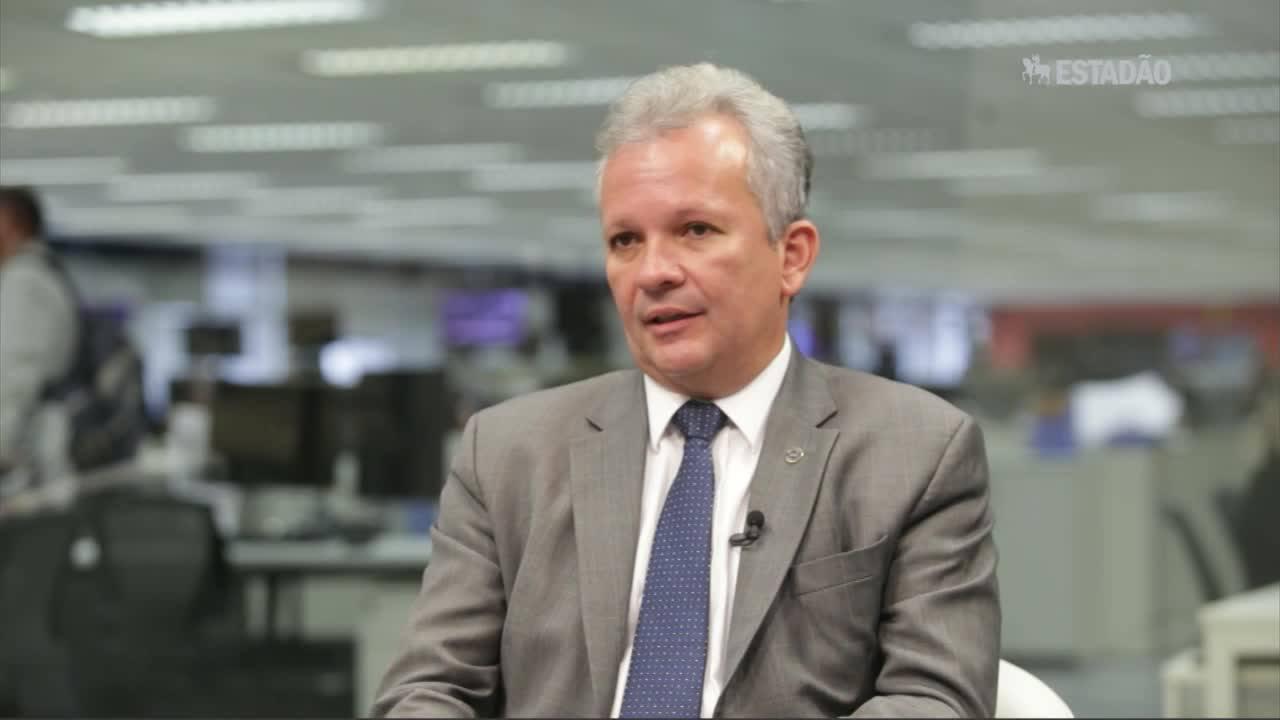 Ministro das Comunicações fala sobre proibição da franquia na banda larga fixa