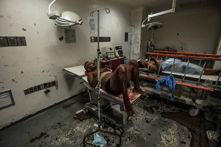 . Paciente espera atendimento em hospital na Venezuela, que enfrenta falta de remédios