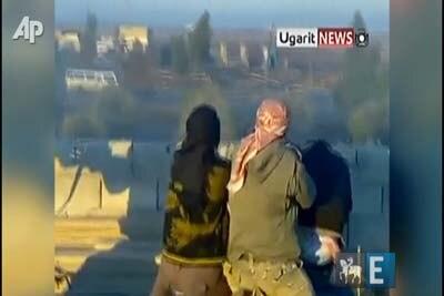 Observadores fogem de disparos na Síria