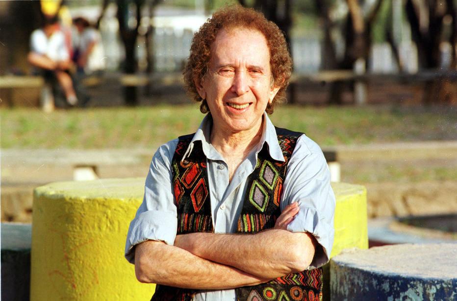 O radialista, compositor e apresentador Barros de Alencar