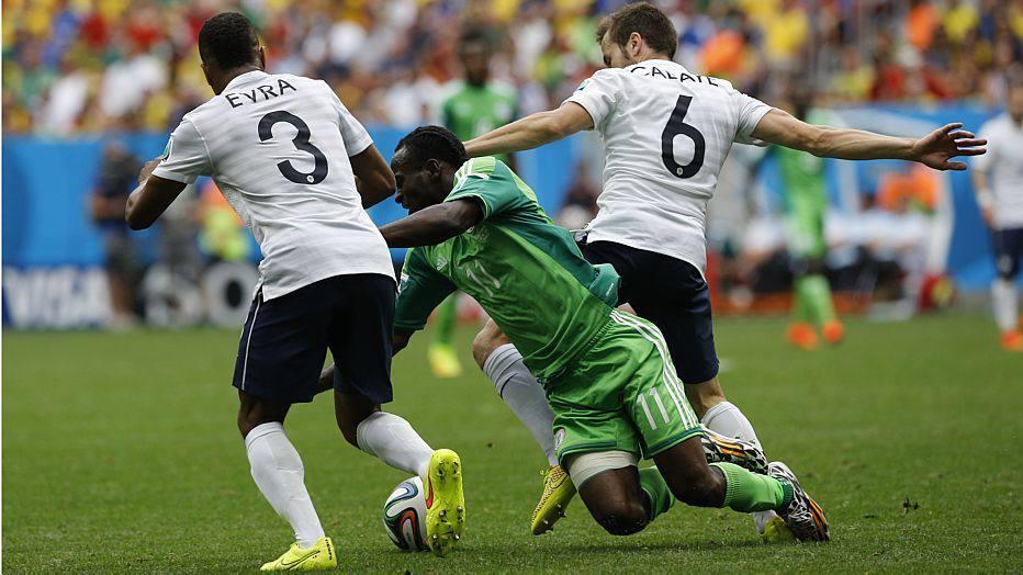 A dificuldade francesa era mais evidente nas finalizações, mas o time se aplicava na marcação