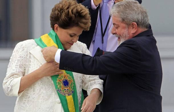 Presidente Dilma Rousseff recebe a faixa presidencial, no Palácio do Planalto, Brasília