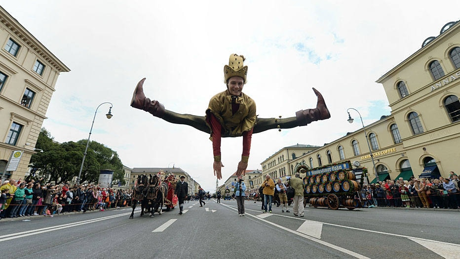 An impostor jumps during the traditional costume parade of the Bavarian Oktoberfest festival in in the city of Munich, southern Germany, on September 21, 2014. Germany's world-famous Oktoberfest kicks off with millions of revellers set to soak up the frothy atmosphere in a 16-day extravaganza of lederhosen, oompah music and beer.  AFP PHOTO / CHRISTOF STACHE