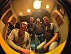 A Irmandade do Blues, banda do ABC Paulista, anuncia nova fase, com composições próprias em inglês e português. O show acontece no dia 7, às 18h. Entrada: R$ 20 (meia R$10).