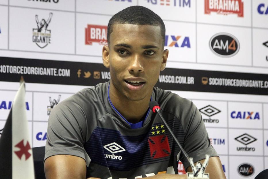 Madson exalta novas oportunidades e comemora temporada do Vasco