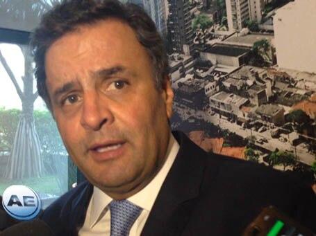 Aécio diz que PT é software pirata e pede volta do PSDB