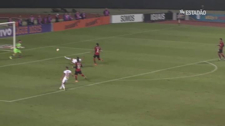 São Paulo vence Vitória por 2x0 no Morumbi