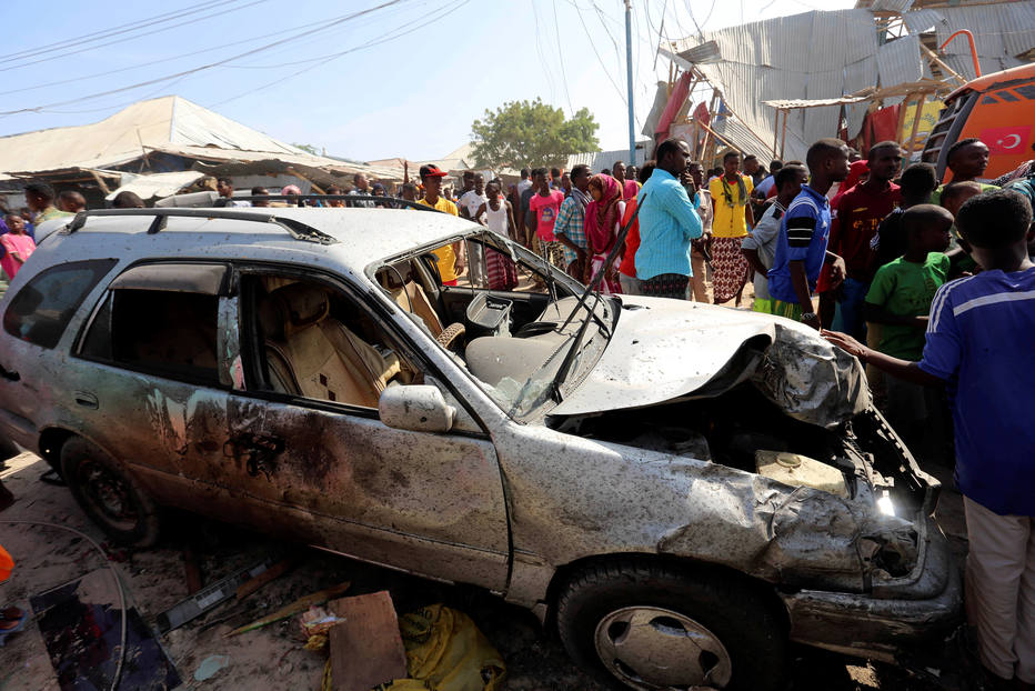 Carro-bomba mata 30 pessoas na Somália