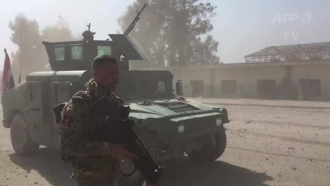 Forças iraquianas entram no aeroporto de Mossul