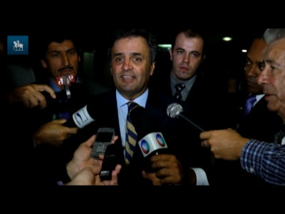 """""""Espero que a queda nas pesquisas não afete humor de Dilma"""", diz Aécio"""