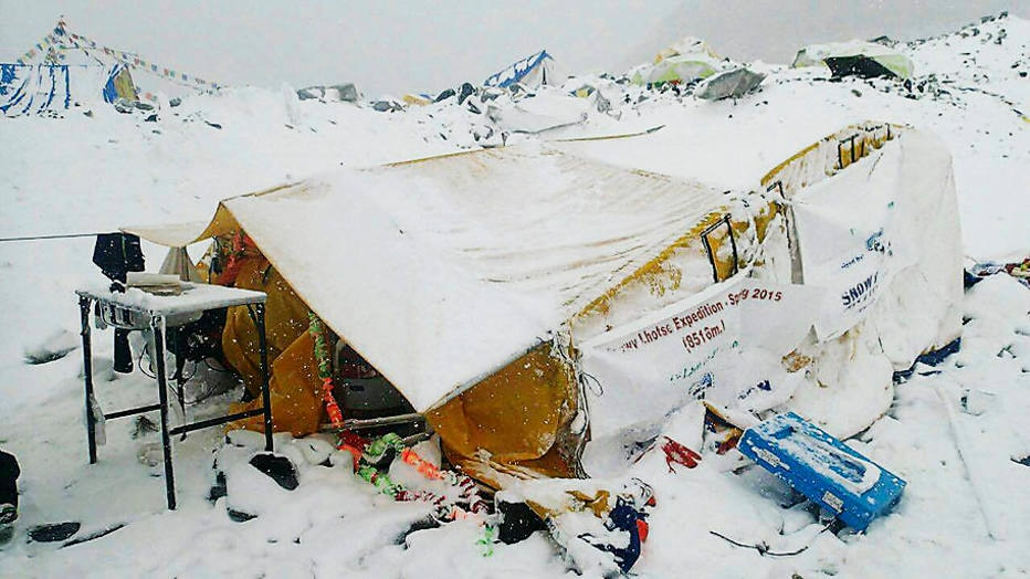 Campo base do monte Everest após avalanche desencadeada por um forte terremoto no Nepal. Foto:Azim Afif/AP