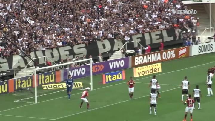 Corinthians derrota o Flamengo por 1 a 0 no Itaquerão