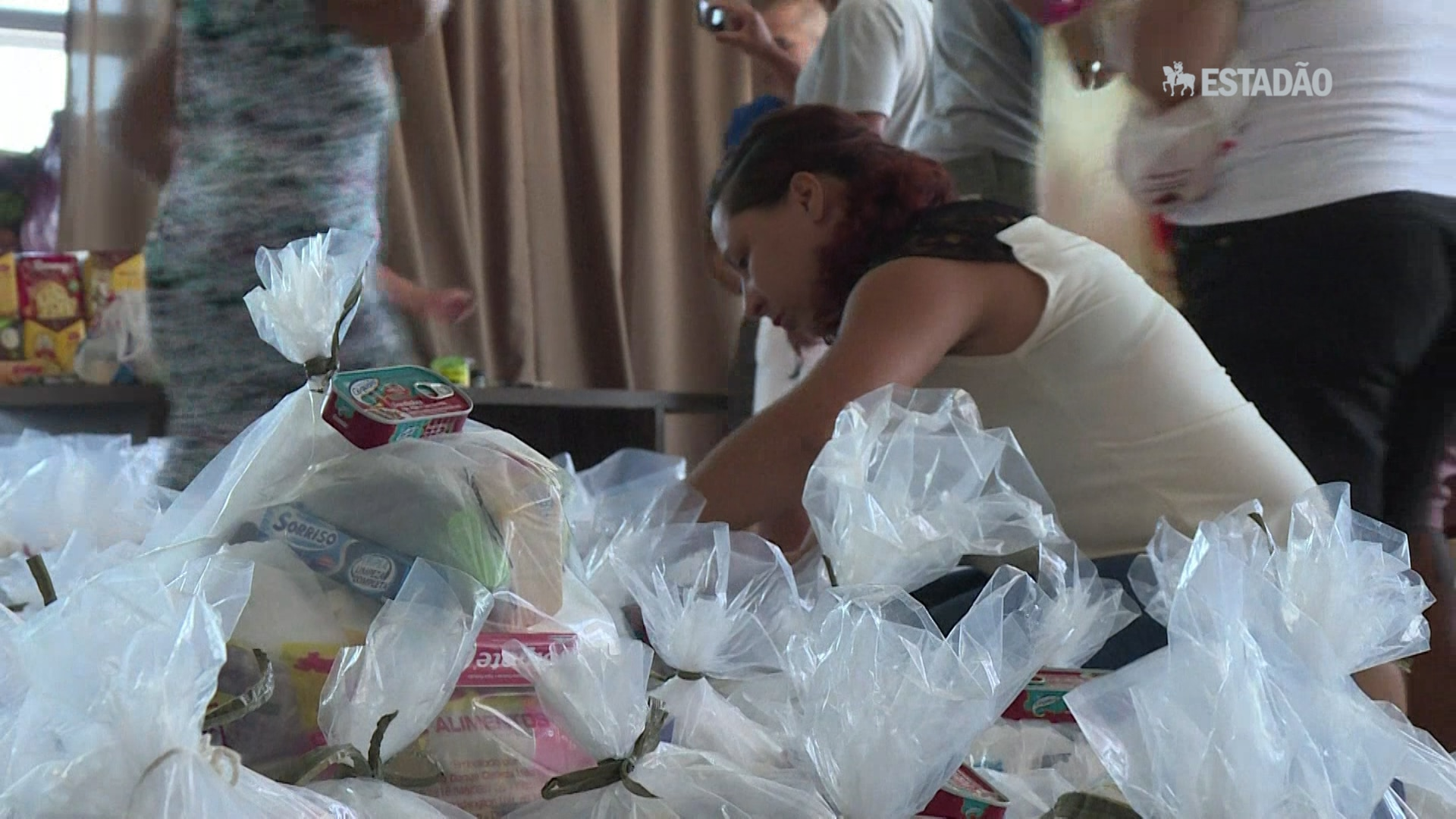 Servidores organizam doações para colegas sem salário