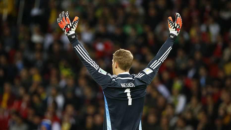 """A Alemanha começou a ensaiar o gol, mas muitas tentativas foram paradas pelo goleiro M""""Bolhi, que também teve excelente atuação."""
