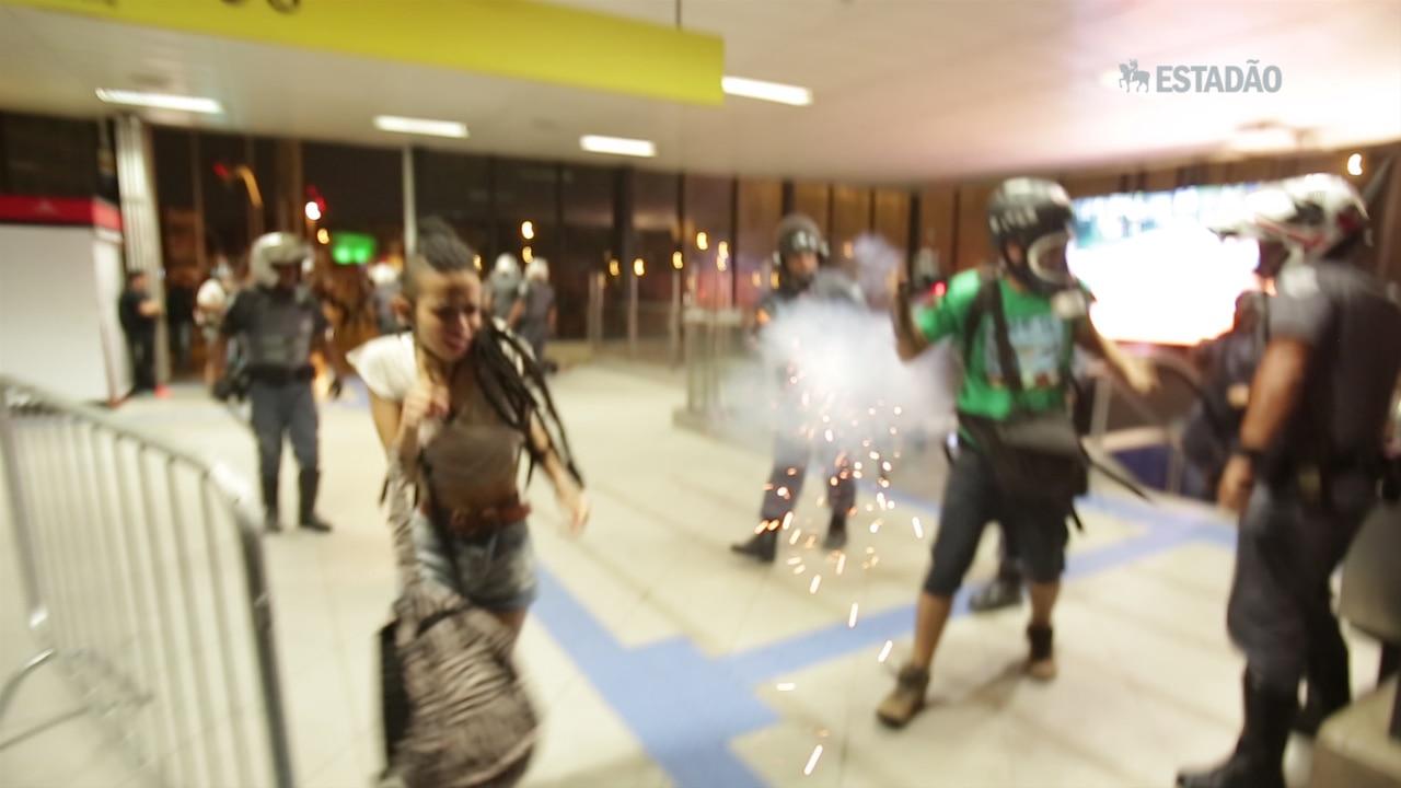 Repórter é atingido por bala de borracha em manifestação contra tarifa
