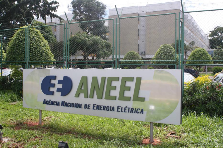 Aneel aprova indenizações a elétricas e prevê impacto de 7,2% na conta de luz