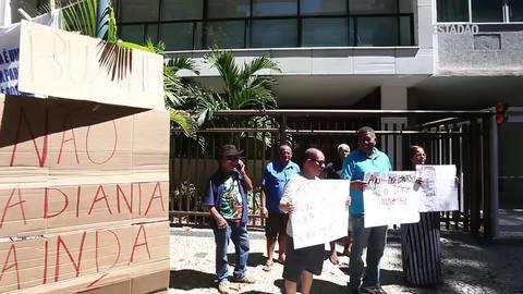 Adriana Ancelmo é recebida com protestos em prisão domiciliar