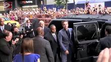 Robert Pattinson e Fka Twigs começam a entregar convites de casamento