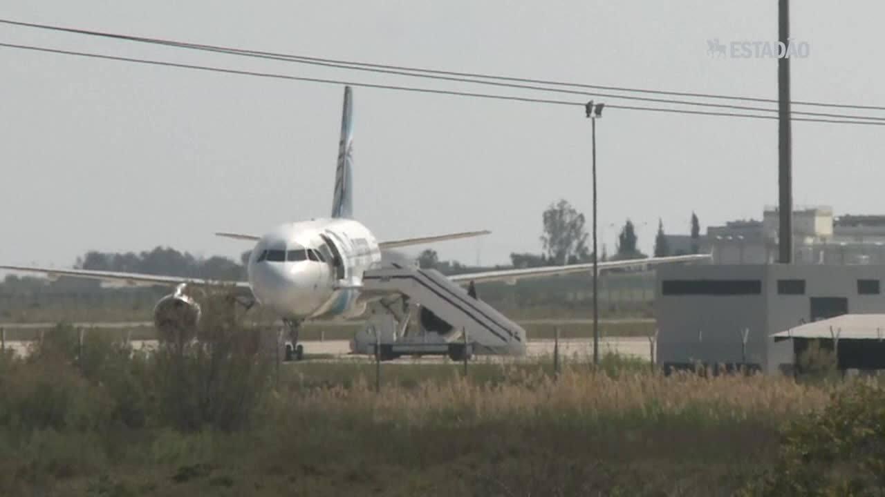 Homem que sequestrou avião da Egypt Air é detido