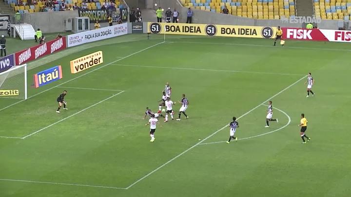 Figueirense vence Vasco no Maracanã