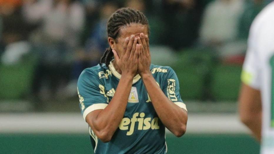 Keno lamenta chance perdida pelo Palmeiras contra Chapecoense.