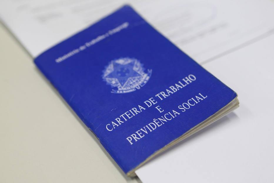 Câmara aprova permissão para cartórios emitirem RG e carteira de trabalho
