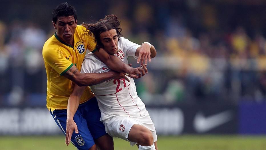 O Brasil enfrentou muitas dificuldades no primeiro tempo. Paulinho parecia perdido em campo, sem saber quem marcar. Felipão não gostou nada do que viu e a torcida também não.