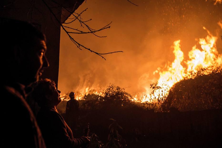 Incêndios florestais matam ao menos 35 pessoas no norte da Espanha e Portugal