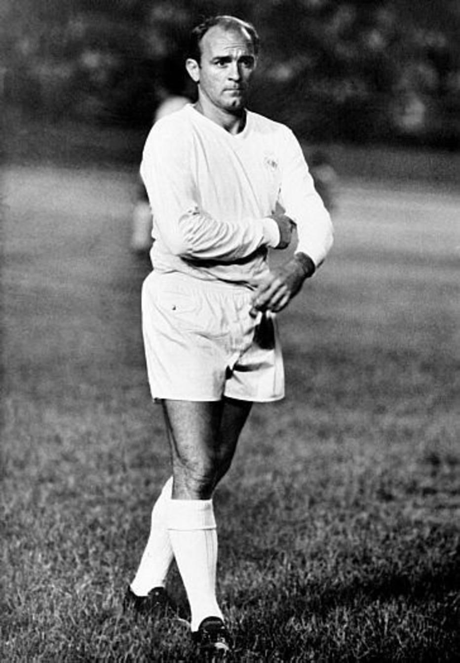 Em 2000, foi nomeado pelo presidente Florentino Pérez como presidente de honra do Real Madrid