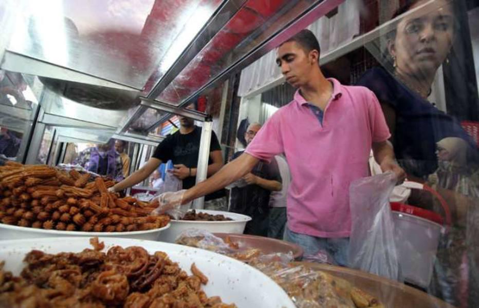 No mês do Ramadã, muçulmanos jejuam durante os dias e se alimentam apenas à noite