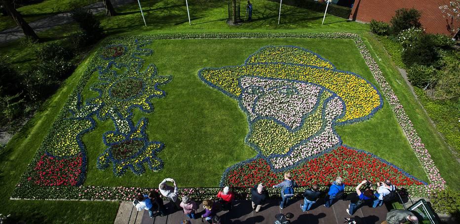 AFP PHOTO  ANP  REMKO DE WAAL  Jardim de tulipas formam o rosto do