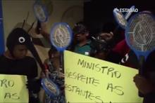 Protesto contra o ministro Marcelo Castro em meio ao surto de dengue e zika