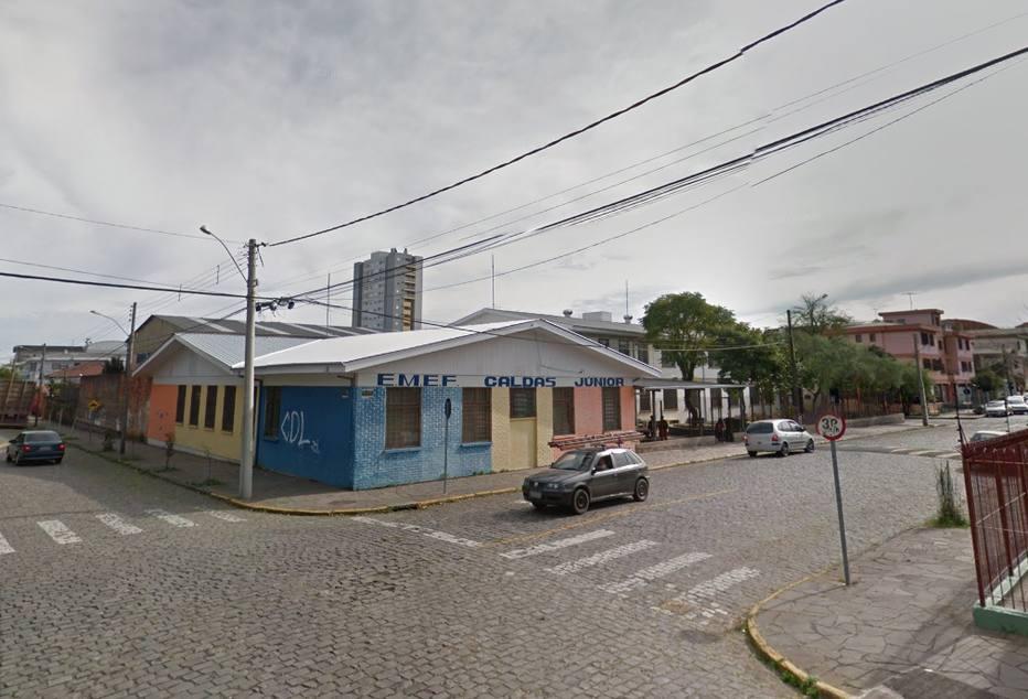 Motorista e crianças de van escolar são feitos reféns em Caxias do Sul