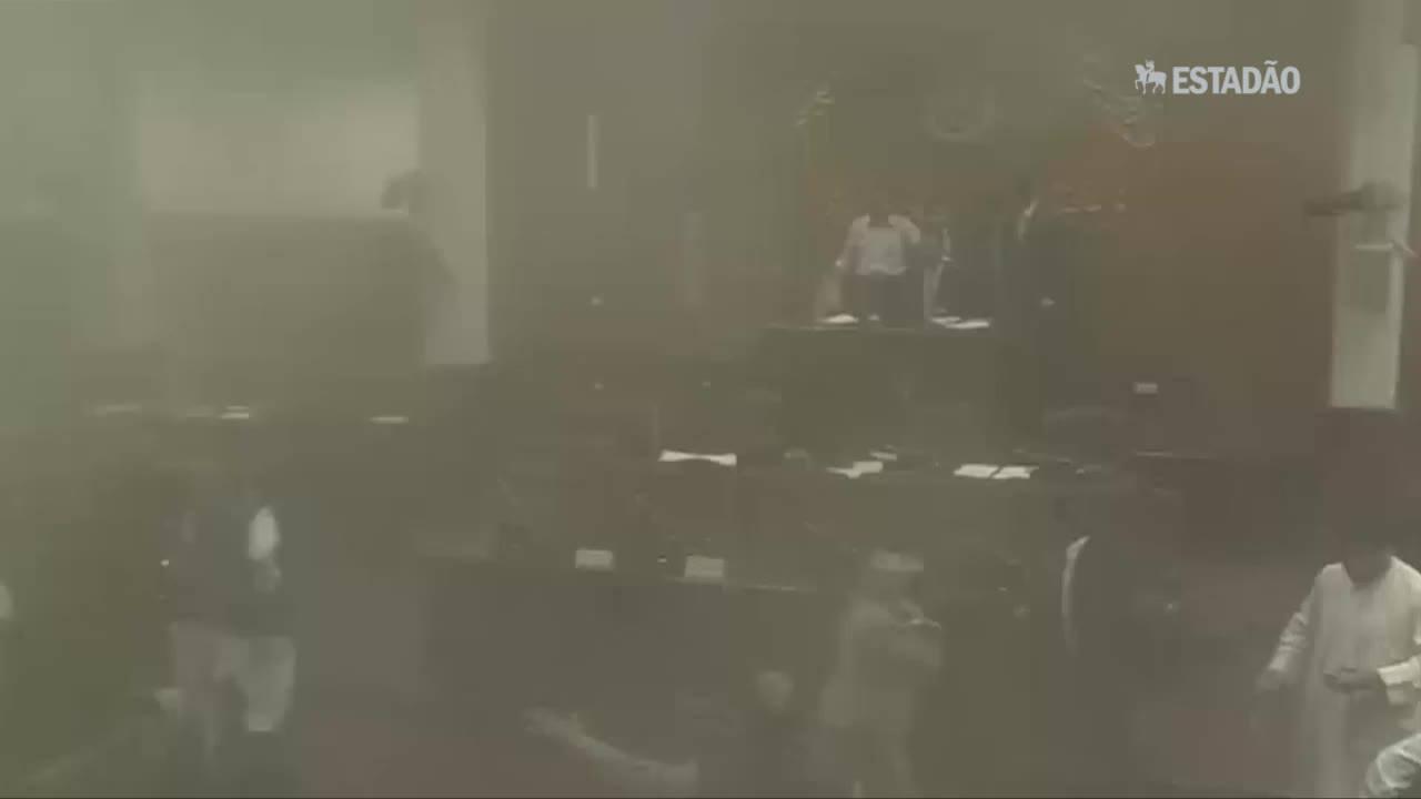Imagens mostram Parlamento afegão durante ataque a bomba