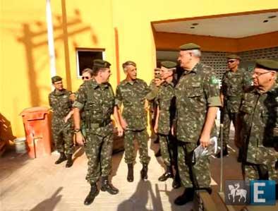 Ministro da Defesa visita o Complexo do Alemão