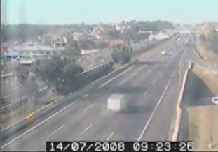 Câmera da Ecovias grava momento do acidente com passarela