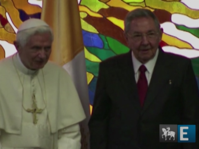Papa conversa com Raul Castro em Cuba