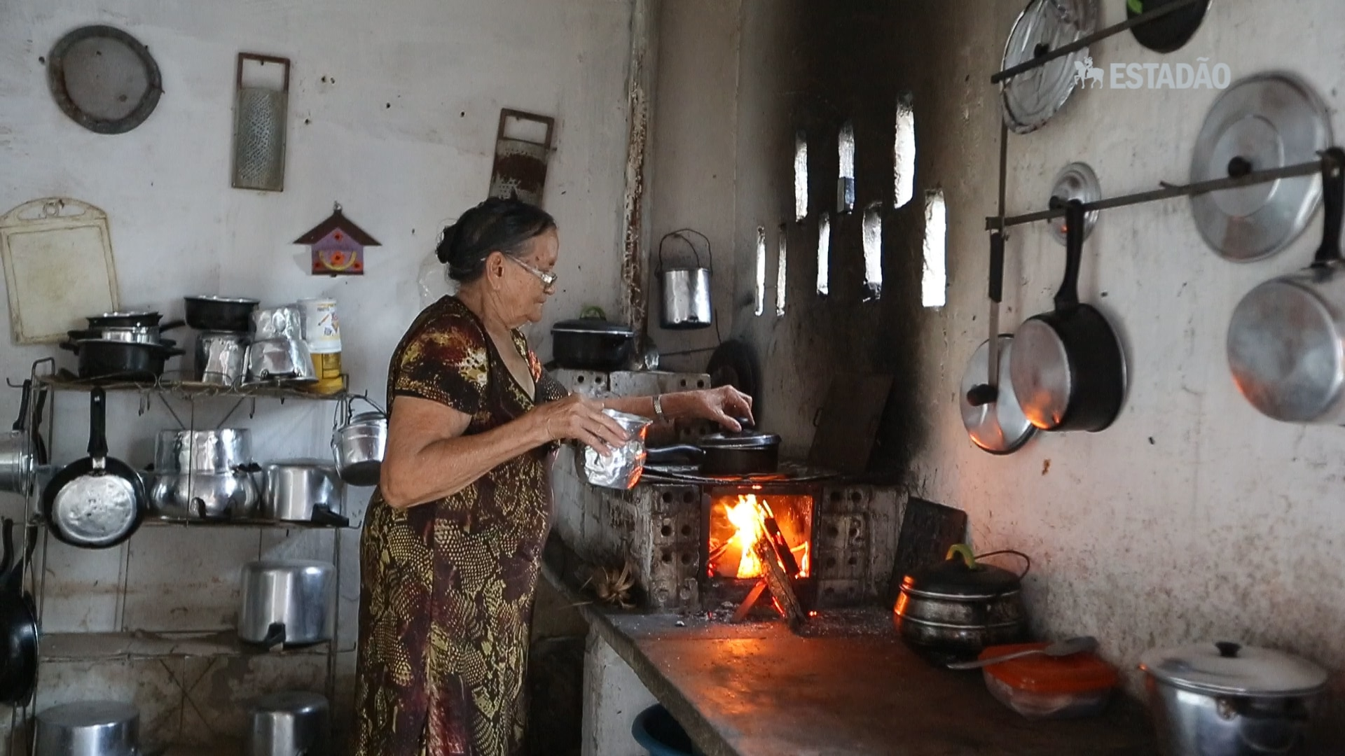 Uso de fogões a lenha responde por 50% das mortes por poluição no País