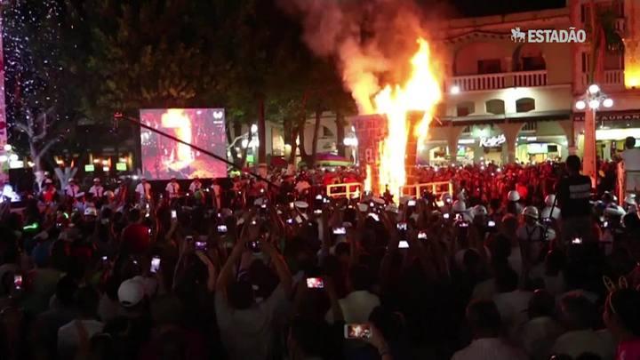 Muro de Trump é queimado no carnaval de Veracruz