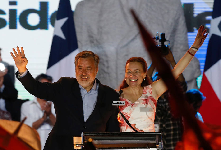 Para analista, 2º  turno vai favorecer a esquerda no Chile