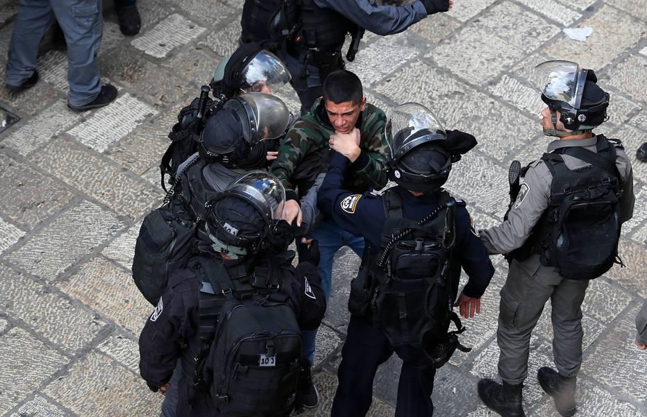 Palestinos afirmam que três manifestantes foram mortos em confrontos com soldados israelenses