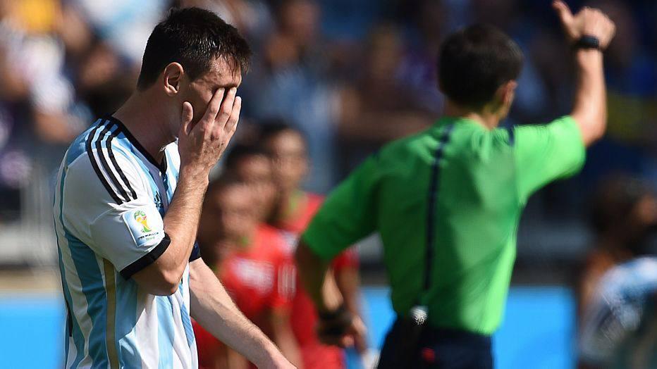 A argentina pressiona e perde boas chances, enquanto Irã se atém na marcação antes da linha de meio de campo