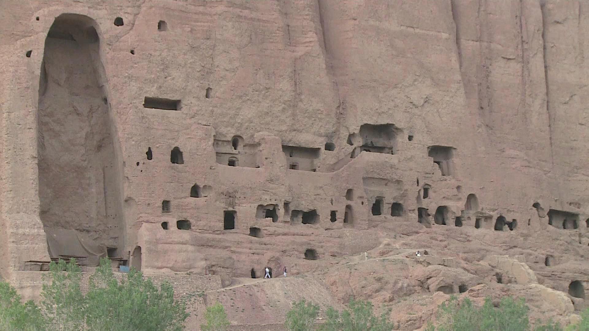 Afegãos pobres vivem em cavernas