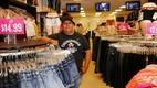 Chris Hernández, proprietário da Krystal Jeans, diz que vendas em El Paso caíram desde a posse de Trump